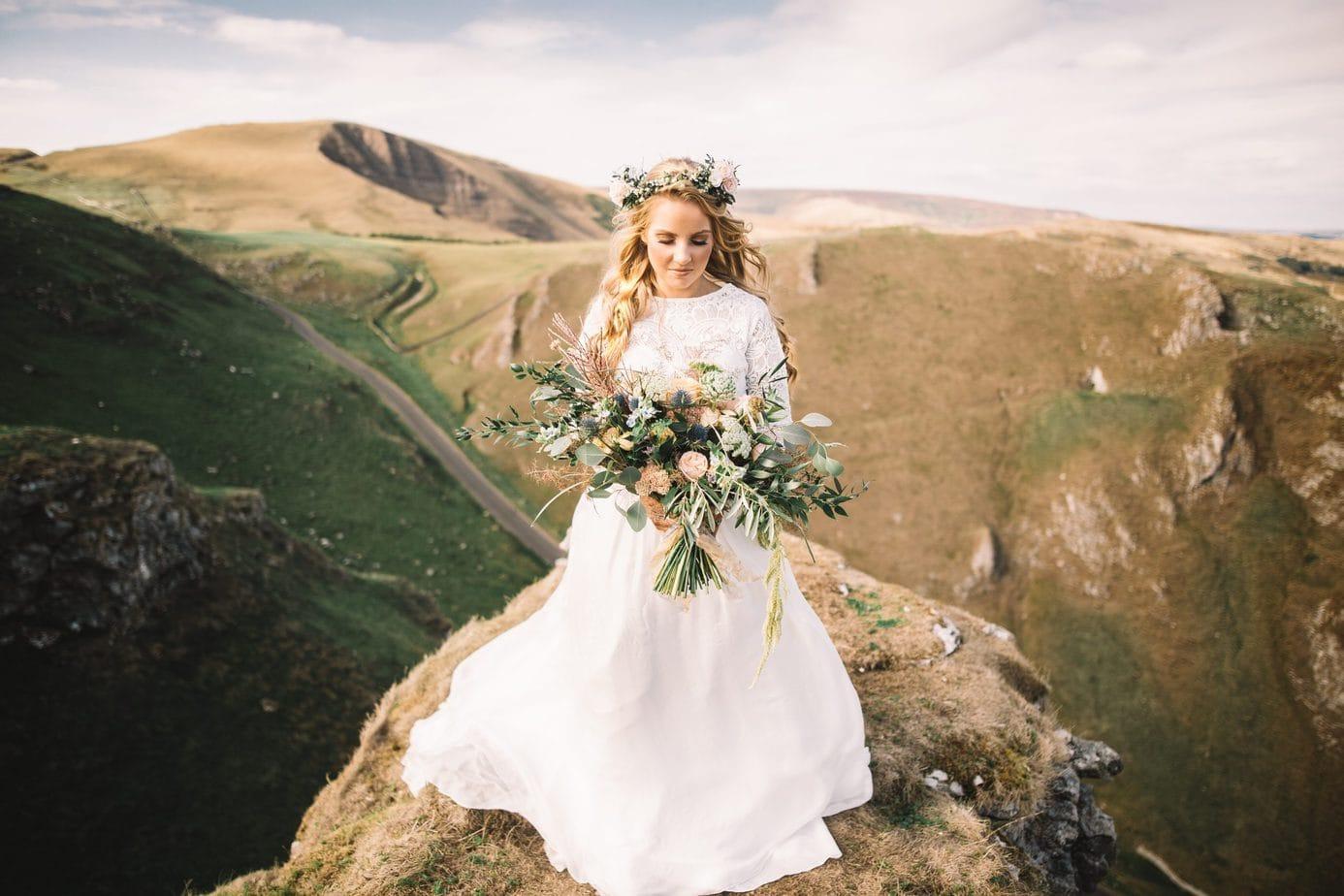bride eloping in the peak district